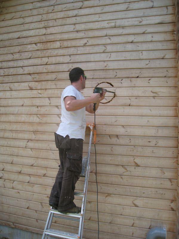 Perçage du mur pour le  tuyau de poêle